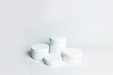 Műanyag kenőcsös tégely, csavaros, 100 gr