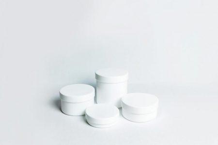 Műanyag kenőcsös tégely, csavaros, 150 gr